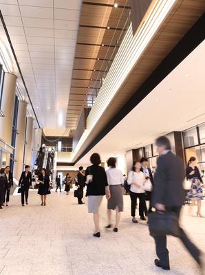 神田方面のアクセスもスムーズに。大手町プレイスは、ビジネスパーソンの新しい交流の場